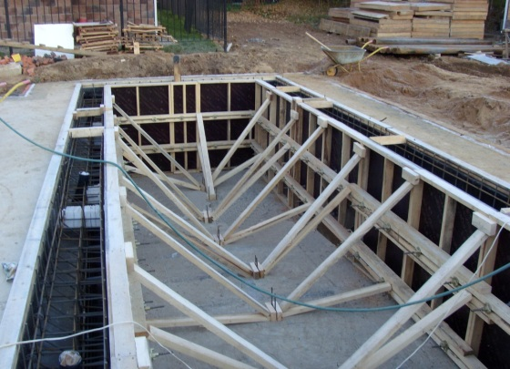 Как сделать бассейн на даче своими руками? Варианты и этапы строительства
