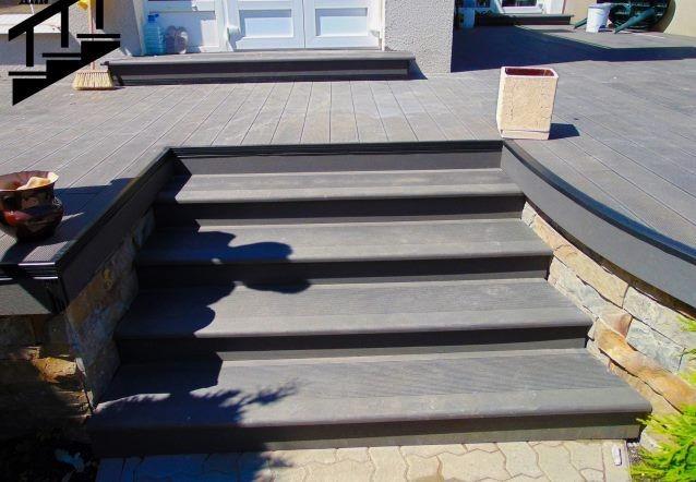 Композитные ступени из дерева и полимеров для уличных лестниц
