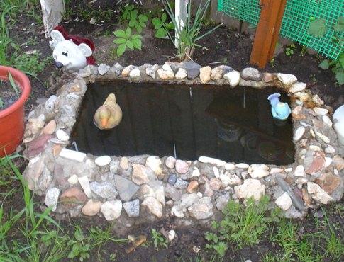 Как сделать мини-пруд на даче из старой ванны своими руками